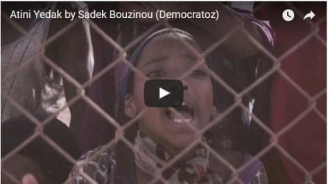 Vidéo: Democratoz chante pour les migrants