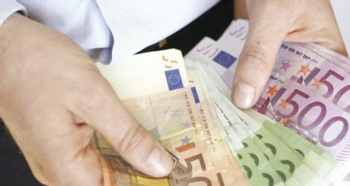 Il recule sur les marchés informels: L'euro se tasse