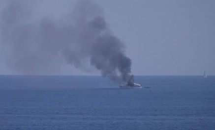 Le feu à bord d'un méga yacht au large de l'aéroport de Nice