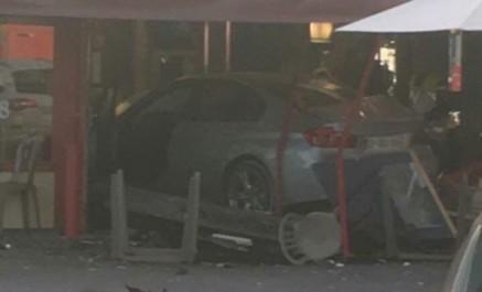 France : une voiture fonce intentionnellement dans une pizzeria, au moins un mort