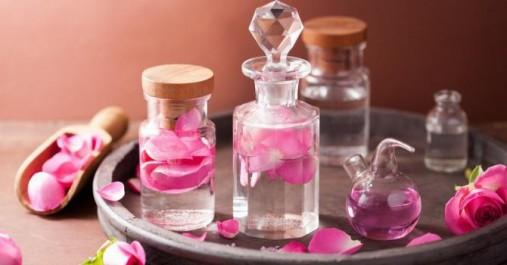 Recettes à l'eau de rose pour embellir votre visage