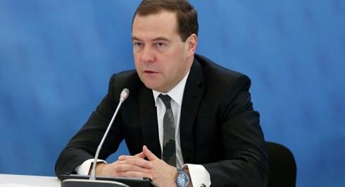 Medvedev: les USA ont lancé une guerre commerciale contre la Russie