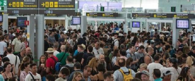 Aéroport de Barcelone: une grève engendre des files d'attente considérables