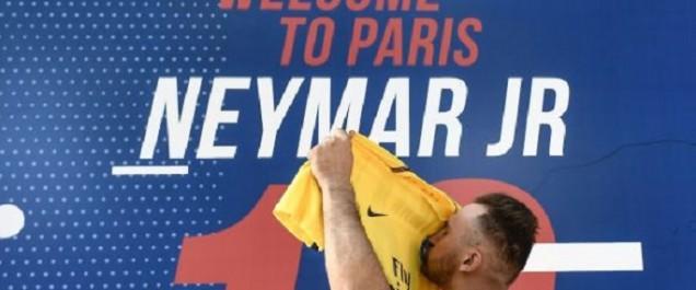 Le PSG présente son joyau Neymar