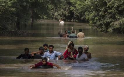 Pakistan : 13 morts dans des inondations à Karachi