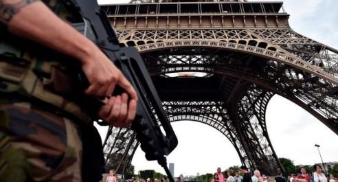 France: Interpellation de 10 personnes soupçonnées de vouloir attaquer des hommes politiques