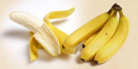 La banane est un remède naturel pour peau sèche et les cheveux fragiles