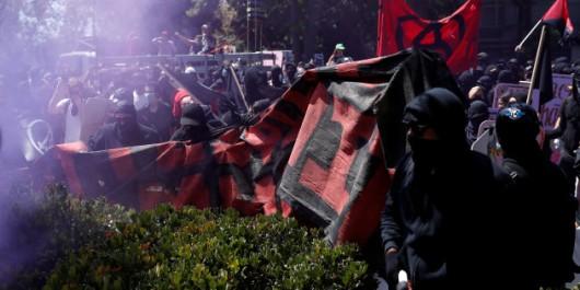 Après Charlottesville, une manifestation dégénère en Californie entre des pro-Trump et des anti-fascistes