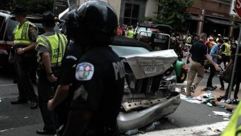 USA: une voiture percute un groupe de personnes à Charlottesville, des blessés (Vidéo)