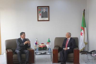 M. Yousfi souhaite une plus grande présence des entreprises sud-coréennes en Algérie