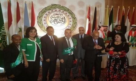 Algérie: Ismail Medjahed décoré par la Ligue arabe de la médaille du «jeune modèle»