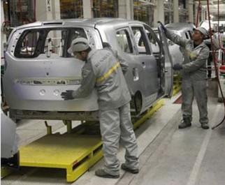 Montage des véhicules et licences d'importation: Les assurances de Ouyahia