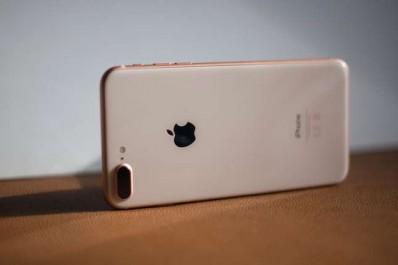 On a testé… L'iPhone 8, le smartphone qui nous replonge dans la querelle des anciens et des modernes