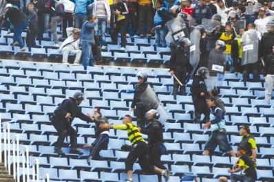 """Les petites confidences de la police sur la violence dans  les stades:  """"Je suis venu tuer celui qui a insulté ma mère sur facebook…"""""""