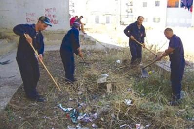 100 agents mobilisés et 5000 sacs-poubelles fournis: Opération de nettoyage des quartiers de Bouira