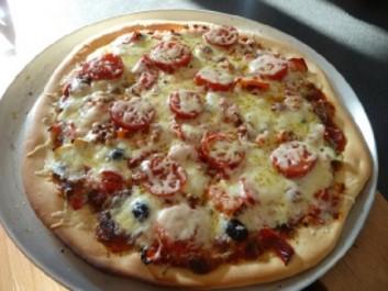 Pizza à la tomate pimentée