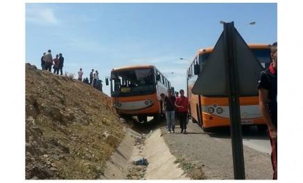 Constantine – Six blessés sur la RN 27 : Collision entre un bus de transport d'étudiants et un camion