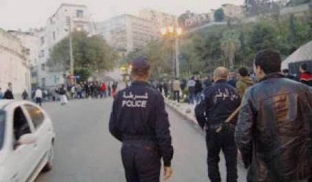 Constantine : Rassemblement devant le commissariat des Scouts