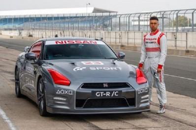 Insolite : 211km/h en Nissan GT-R pilotée …avec une manette de jeu (Vidéo)
