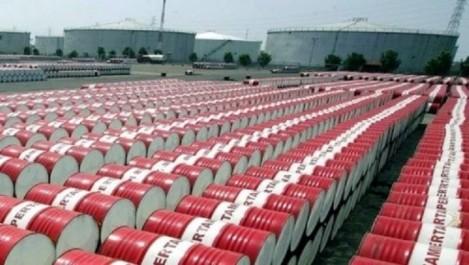 Le pétrole recule , mais reste au-dessus des 55 dollars : l'axe  Alger-Moscou pour secouer le baril