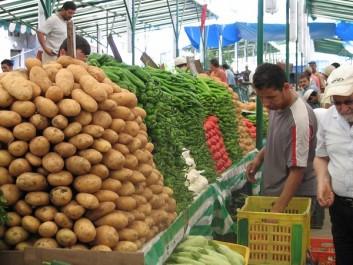 Constantine : le marché de gros des fruits et légumes aux enchères