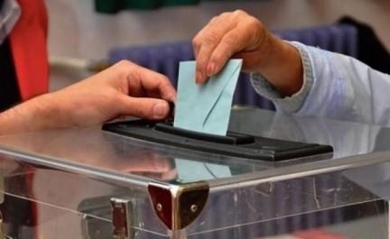 Les élections locales en filigrane